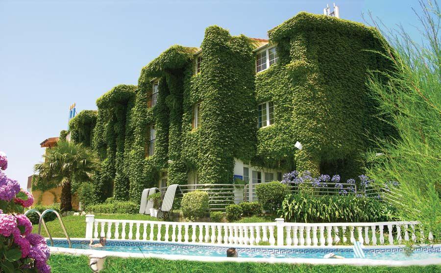 Hotel aquilia 3 a laigueglia daydreams for Hotel liguria milano