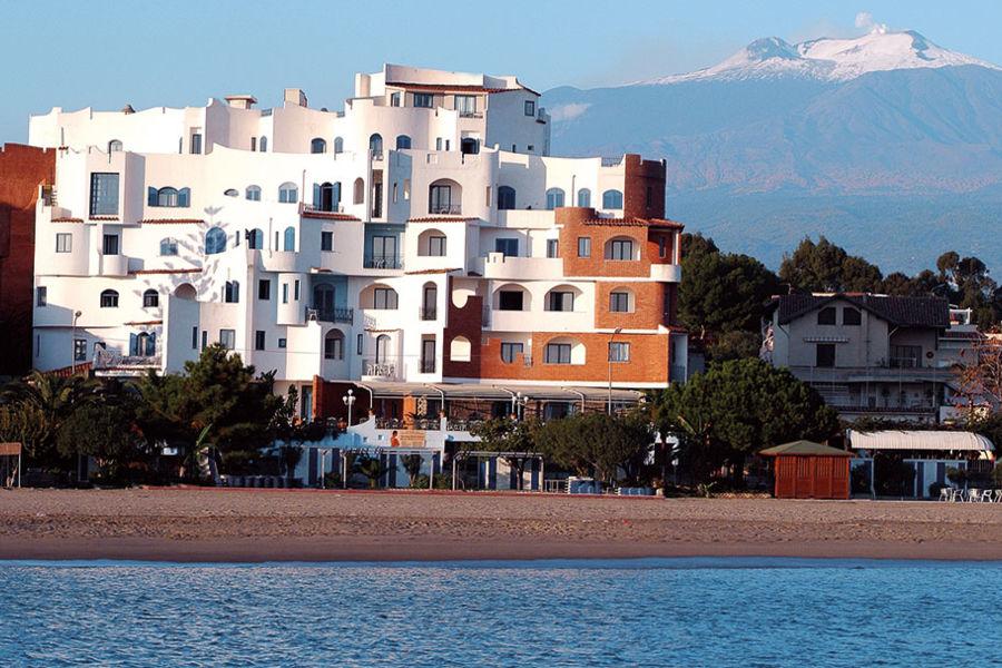 RG Naxos Hotel 4*+